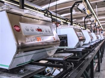 Linea di produzione di macchine per sottovuoto (immagine tratta dal sito aziendale)