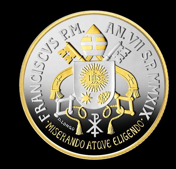 Lo stemma di papa Francesco in versione oro-argento sui 5 euro sapientemente modellati da Daniela Longo