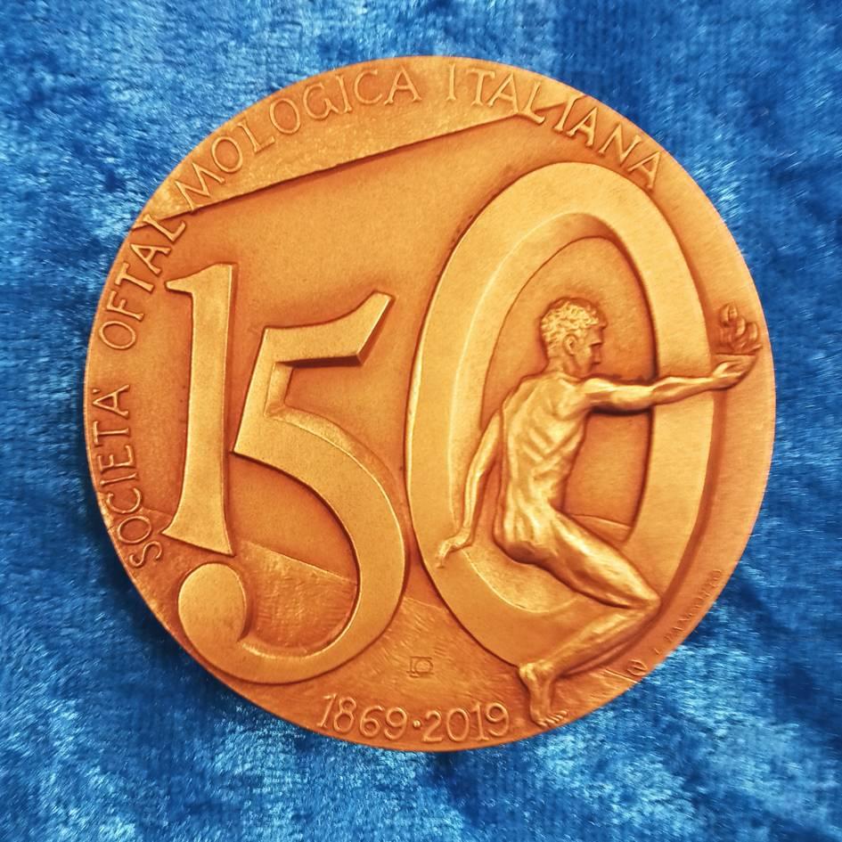 Il rovescio della medaglia celebrativa per i 150 anni della SOI