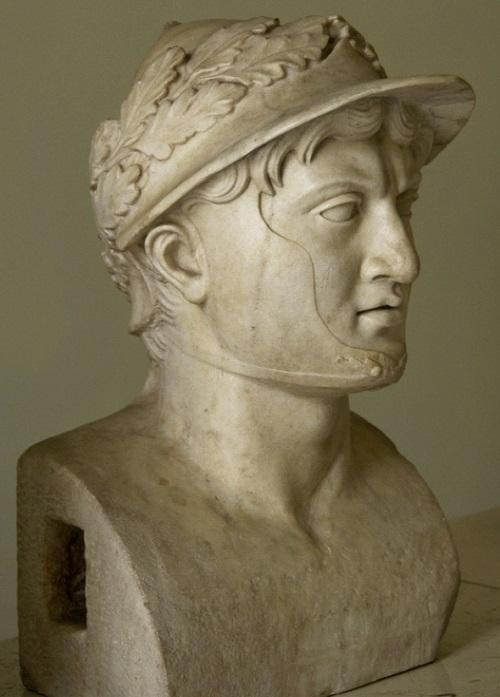 Pirro re dell'Epiro e dei Molossi in un celebre busto conservato al Museo Archeologico Nazionale di Napoli