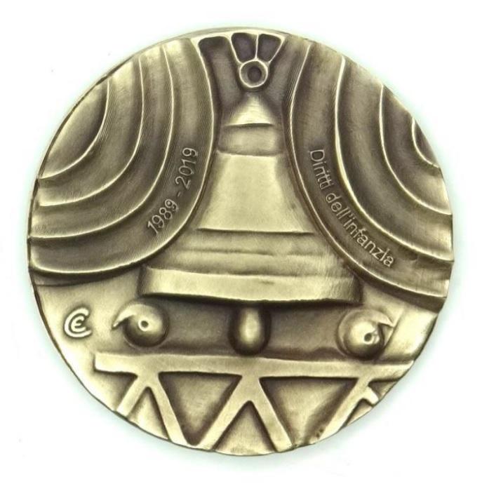E' dedicata ai diritti dell'infanzia la 28a medaglia fatta coniare dal Circolo Roveretano