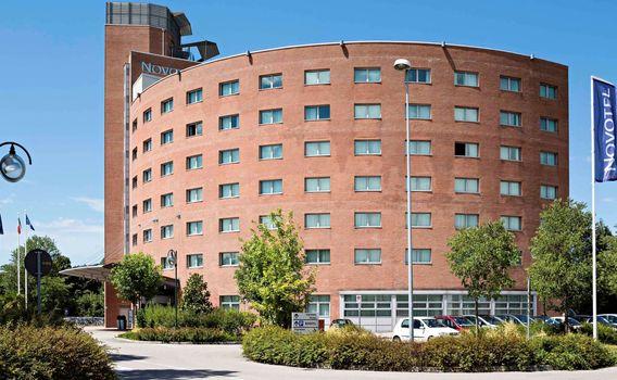 La moderna struttura del Novotel di Mestre che sarà sede del IV Convegno di Venezia il prossimo 19 ottobre