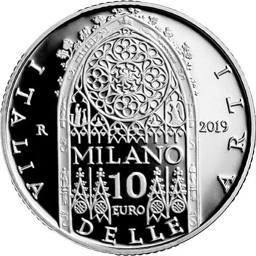 La bellezza del Duomo di Milano si coglie anche nei dettagli, come questi della vetrata principale