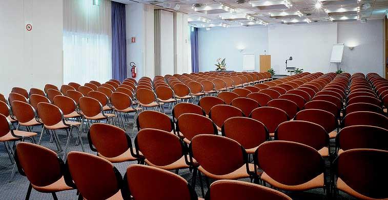 Una delle sale per eventi (congressi, raduni commerciali, corsi di formazione) del Novotel di Mestre