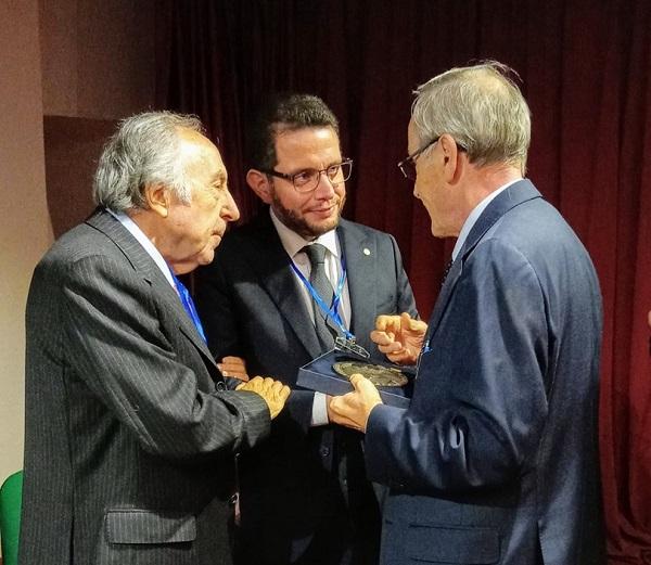 Da sinistra Aldo Luisi, Luca Lombardi e Giancarlo Alteri al termine della cerimonia di premiazione svoltasi a Monte Sant'Angelo