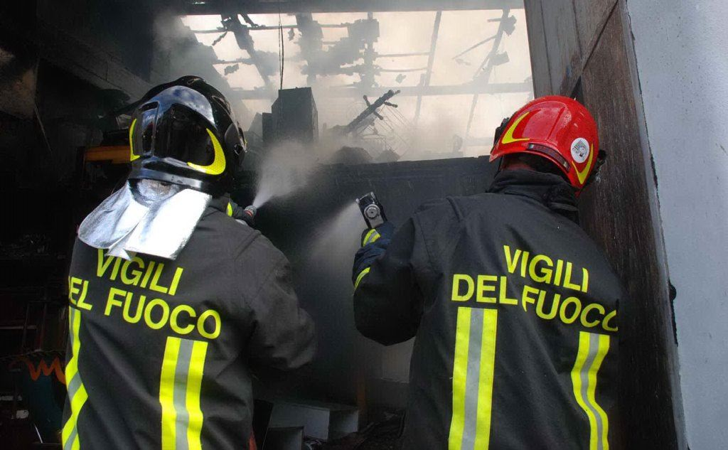 """Al motto di """"Flamma domammus, donamus corda"""" (""""Domiamo le fiamme, doniamo i cuori"""") i Vigili del Fuoco sono una presenza fondamentale nel tessuto di protezione civile italiano"""