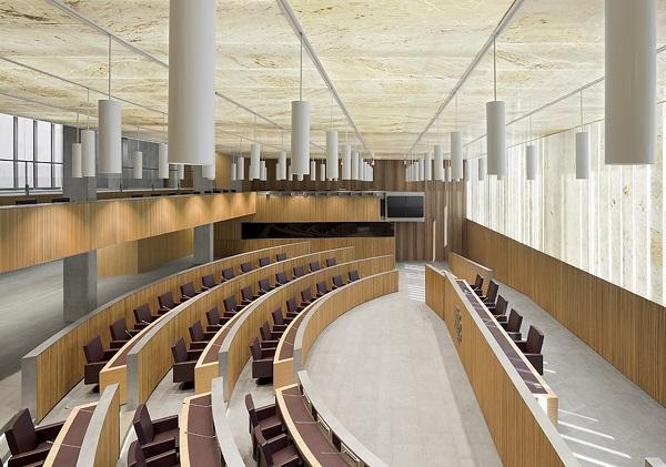 La moderna e luminosa aula del Parlamento di Andorra