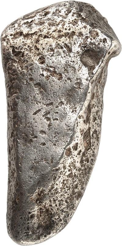 Il lato posteriore lingotto con marchio faraonico che potrebbe pre datare la nascita della moneta
