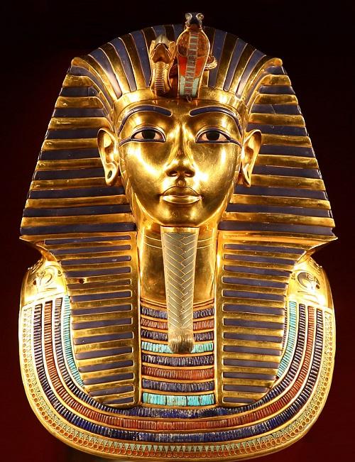 La clelbre maschera funebre del faraone Tutankhamon esposta al Museo Egizio del Cairo e che simboleggia in modo iconico la civiltà egiziana