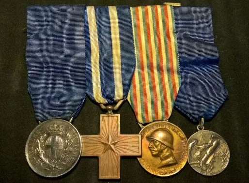 La Grande guerra: da una parte le medaglie al merito, di partecipazione, di reparto; dall'altra le celebrative e le propagandistiche