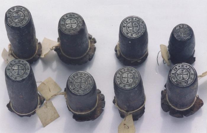 Gli otto coni per monete massetane rinvenuti anni fa presso i Musei Civici di Siena