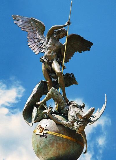 La statua di Giuseppe Antonio Lomuscio nei Giardini Vaticani