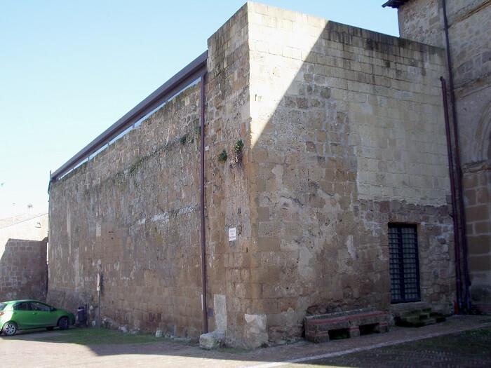 L'ex chiesa di San Mamiliano, sconsacrata secoli fa e luogo di rinvenumento del tesoro di Sovana
