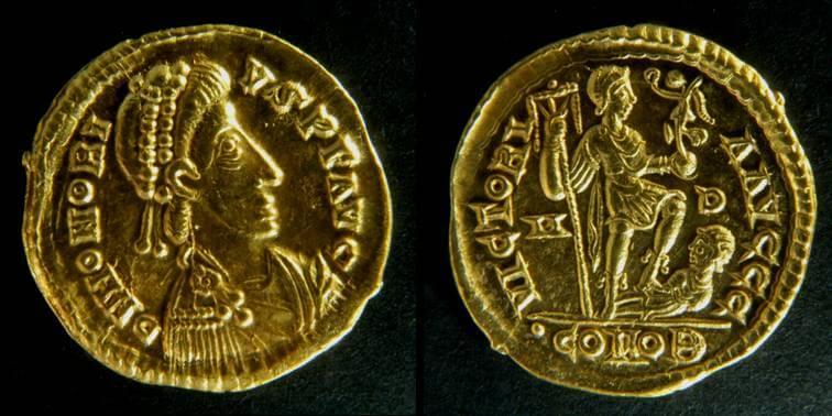 Solido di Onorio (402-403 o 405-406) per Milano (Au, g 4,46, mm 20,0) dal tesoro di Sovana. © Soprintendenza per i Beni archeologici della Toscana