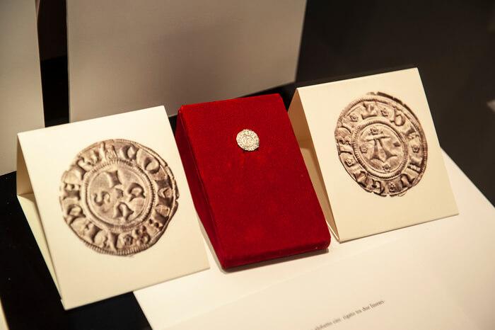 Un raro bolognino eugubino nel percorso dedicato alle monete con il santo patrono della città umbra