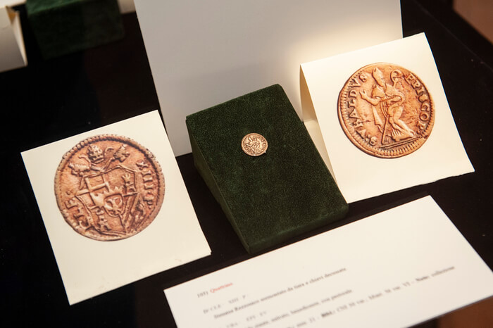Nutrita e di prestigio anche la selezione di monete papali eugubine con il santo patrono