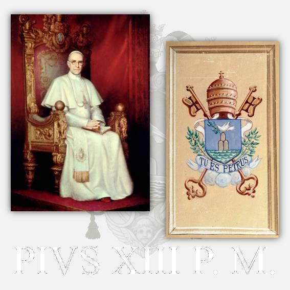 Un ritratto ufficiale e lo stemma di papa Pio XII