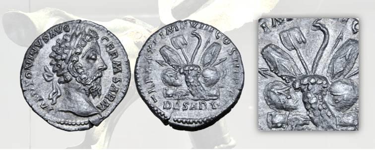 11. Marco Aurelio, denario, 176-177, RIC 367. D/ Ritratto dell'Imperatore Marco Aurelio. R/ Mucchio di armi barbariche dal quale svettano al centro un'insegna e un carnyx
