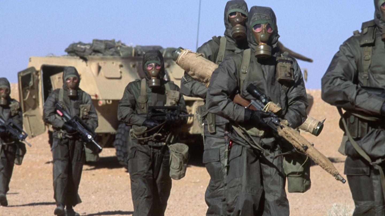 Militari del SOE britannico in azione durante la Guerra del Golfo: nel loro kit di sopravvivenza anche delle speciali sovrane d'oro