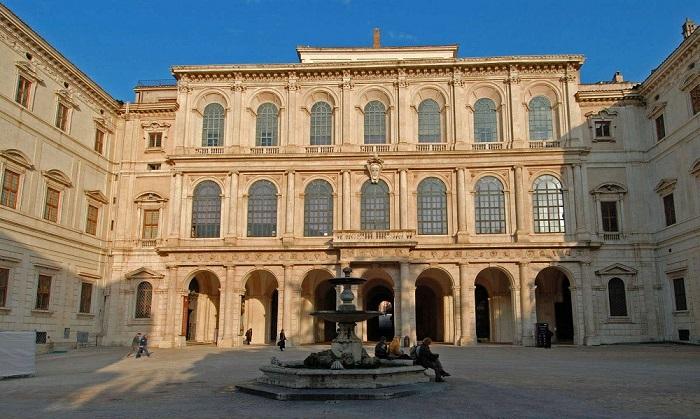 Il magnifico complesso di Palazzo Barberini, nel centro di Roma, è la sede storica dell'Istituto italiano di numismatica