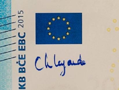 """Ha usato un pennarello blu, blu """"Europa"""", Christine Lagarde, per inaugurare simbolicamente la sua piena operatività come governatore della Bce"""