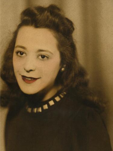Una giovanissima e sorridente Viola Desmond in una foto d'epoca