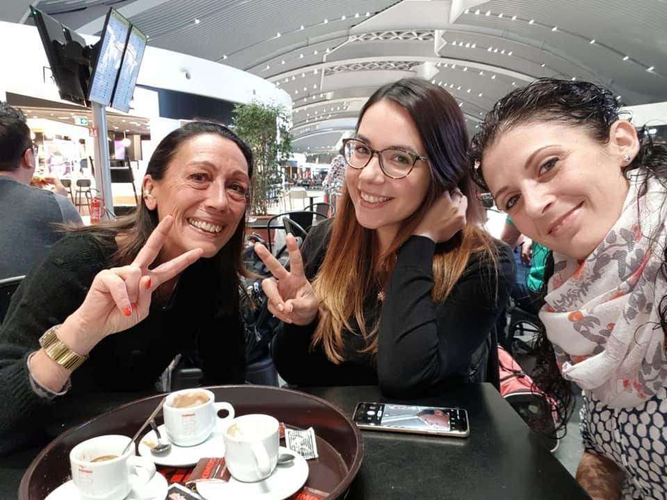Da sinistra Loredana Pancotto, Sandra Deiana e Chiara Principe al termine dello Shaghai coin forum & award in una foto pubblicata su Facebook