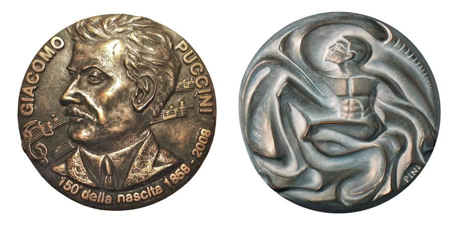 """Dino Vincenzo Patroni, """"150° anniversario della nascita di Giacomo Puccini"""", bronzo fuso, mm 160; Claudia Pini, """"Ritmo interiore"""", bronzo fuso, mm 160"""