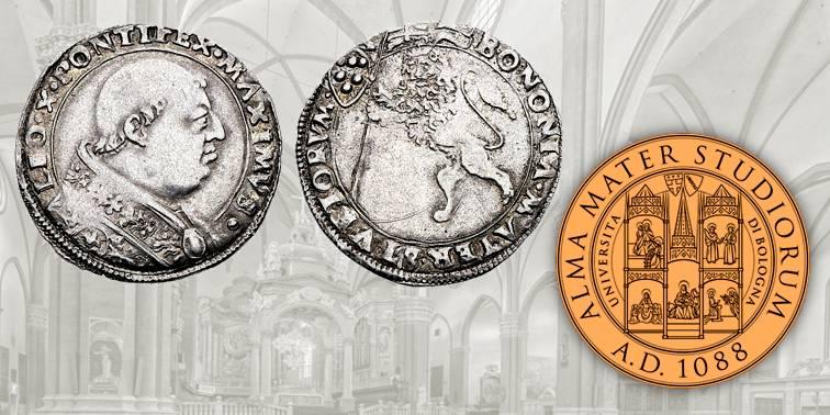 """Fig. 11 Leone d'argento a nome di oapa Leone X, 1519-1523, CHI 264. D/ LEO X PONTIFEX MAXIMVS, nel campo busto del pontefice a destra con piviale; R/ BONONIA MATER STVDIORVM, nel campo leone vessillifero rampante a sinistra. Fig. 12 Attuale sigillo dell'Università di Bologna, """"Alma Mater Studiorum"""""""