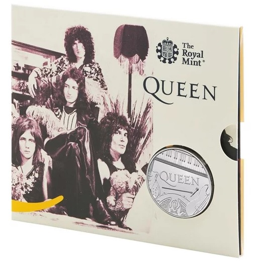 Immagini della band e copertine di storici album sui blister della 5 pound dedicata dal Regno Unito al mito rock dei Queen