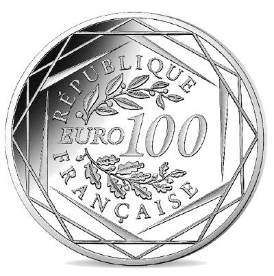 Il dritto della 100 euro in argento appena emessa riprende lo stesso schema di coniazioni simili