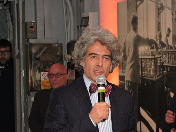 Gaetano Di Tondo, direttore delle relazioni istituzionali ed esterne di Olivetti, ha ricordato la storia e il fascino della Lettera 22, storica macchina da scrivere uscita dagli stabilimenti di Ivrea