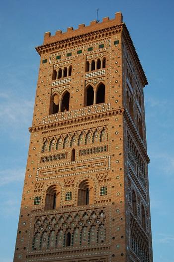 L'elaborata architettura della la torre campanaria della Iglesia del Salvador di Teruel è il soggetto dei primi 2 euro di Spagna del 2020