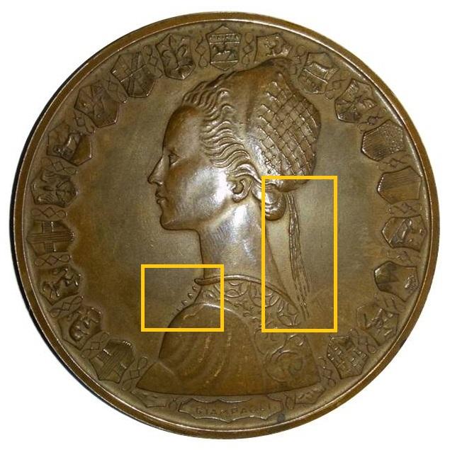 La grande medaglia con gli stessi soggetti delle 500 lire: evidenziati i dettagli del ritratto di Letizia Savonitto Giampaoli che differiscono dalla moneta