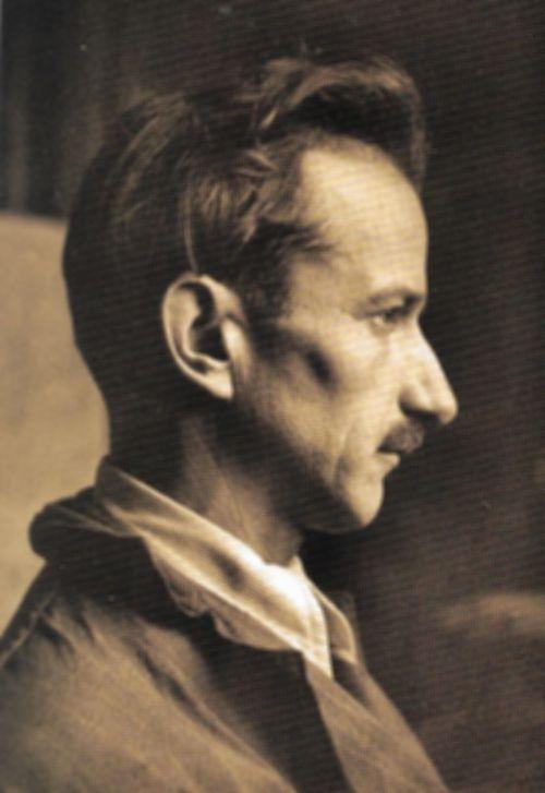 Una bella foto del amestro Pietro Giampaoli ritratto di profilo, come appare su molte medaglie realizzate nell'arco di alcuni decenni