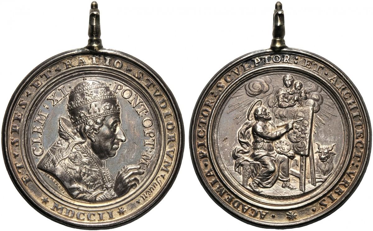 Una rarissima medaglia premio portativa, in argento, del primo Concorso Clementino del 1702; il fatto che fosse destinata ai giovani artisti si evince dalla sigla IUVEN al dritto