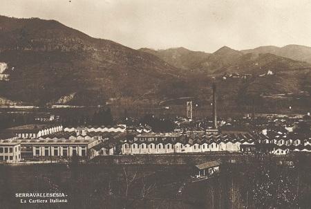 Cartolina d'epoca con veduta del grande stabilimento della Cartiera Italiana di Serravalle Sesia, in provincia di Vercelli