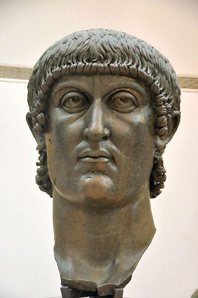 Testa bronzea che ritrae l'imperatore Costantino il Grande, sul trono dal 303 al 337