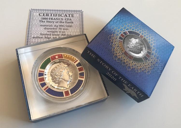 """La confezione in cui l'impressionante """"moneta medaglia"""" con smalti policromi viene commercializzata"""