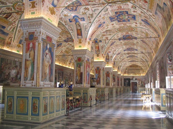 Uno dei magnifici saloni storici della Biblioteca Apostolica Vaticana