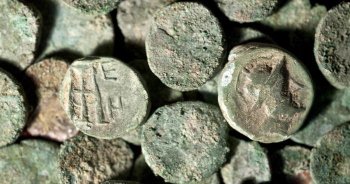 """Alcune delle monete antiche, e si tratta di migliaia di esemplari, rinvenute nell'area di Elea/Velia e che saranno restaurate con i fondi del concorso """"ArtBonus"""" 2019"""