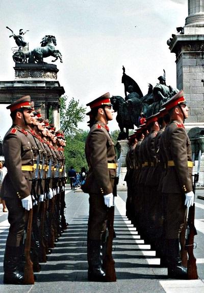 Una delle ultime rassegne dell'Armata rossa a Budapest, nei mesi che precedettero il ritiro sovietico dall'Ungheria nel 1991