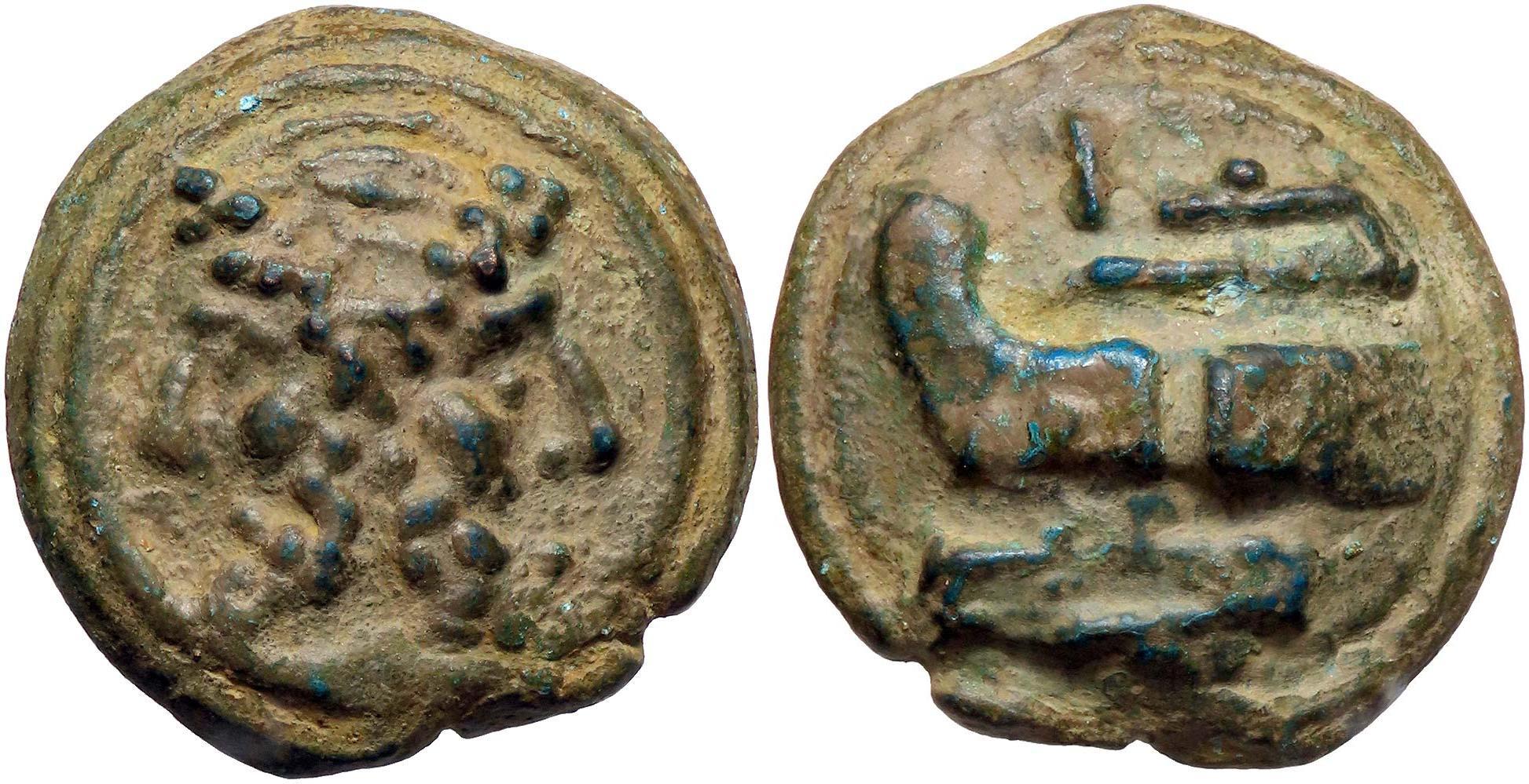 """Un magnifico esemplare di """"aes grave"""" fuso a Roma (289-225 aC); al dritto la resta di Giano bifronte e al rovescio la """"prora navis"""" rivolta a sinistra, con segno di valore I (Ae, g 79,15)"""