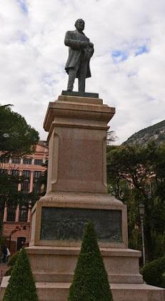Monumento a Giovanni Nicotera alla Villa Comunale di Salerno, scultura di Corrado Patroni