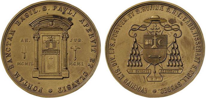 La coniazione anonima (bronzo, mm 57), attribuibile all'incisore Adolfo Sirletti, voluta dal cardinale Tisserant per l'Anno Santo 1950 in cui l'alto prelato ebbe un ruolo pubblico di notevole rilievo