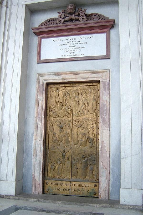 La Posrta Santa, simbolo stesso di ogni Anno Santo, che viene aperta e chiusa dal pontefice con solenni cerimonie