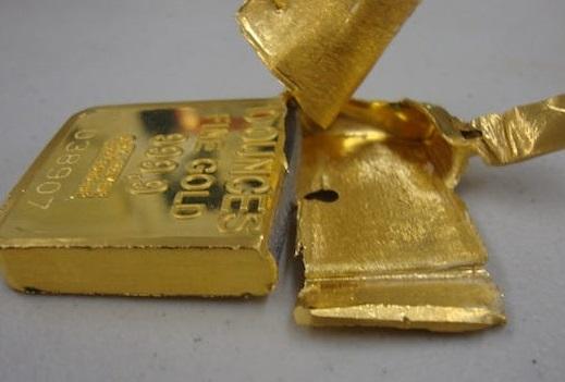 Uno strato d'oro, un nucleo di metallo vile: ecco come erano realizzati i lingotti della mega truffa di Wuhan sul metallo prezioso