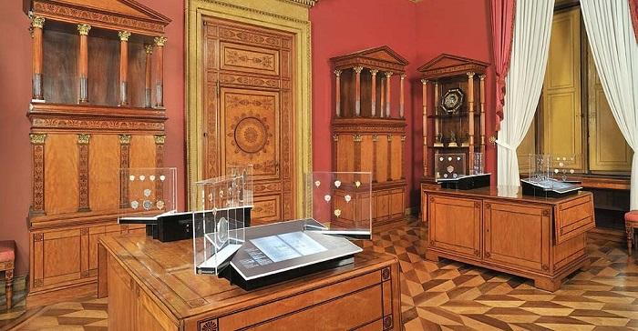 La splendida sala con monetieri d'epoca del Medagliere Reale di Torino, ultimo tra quelli pubblicati nelle monografie del Portale numismatico dello Stato
