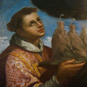 Un giovane san Marino che sorregge le Tre Penne, così come immaginato dal pittore Urbinelli e come immortalato sulla seconda versione dei 2 euro sammarinesi a partire dal 2017