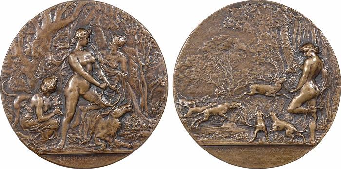 Medaglia del 1900 di Marcelle Renée Jeanne Lancelot (bronzo, mm 80) dedicata al mito di Diana e in cui la giovane artista dimostra tutte le sue capacità di modellazione